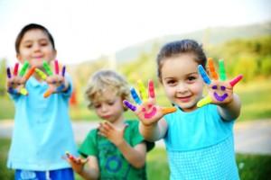 children paint on hands